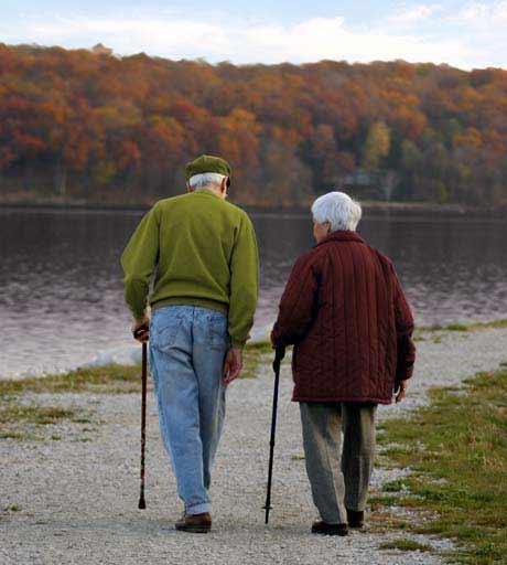 paseo de ancianos post prevencion de achaques